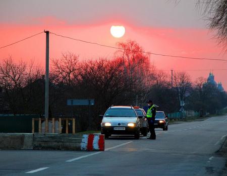 Водіїв Хмельниччини просять обмежити поїздки між населенними пунктами