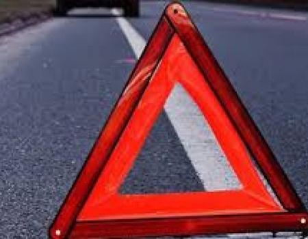 У Волочиському районі автівка злетіла з дороги в кювет